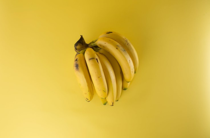How Many Calories and Carbs Are in a Banana?
