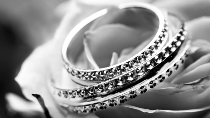 Canary Diamond Bracelet; What You Need to Enhance Your Beauty