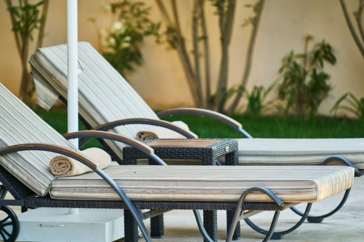How to choose the best poolside rattan outdoor furniture?