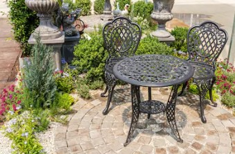 How to maintain the rattan garden furniture tables during winter
