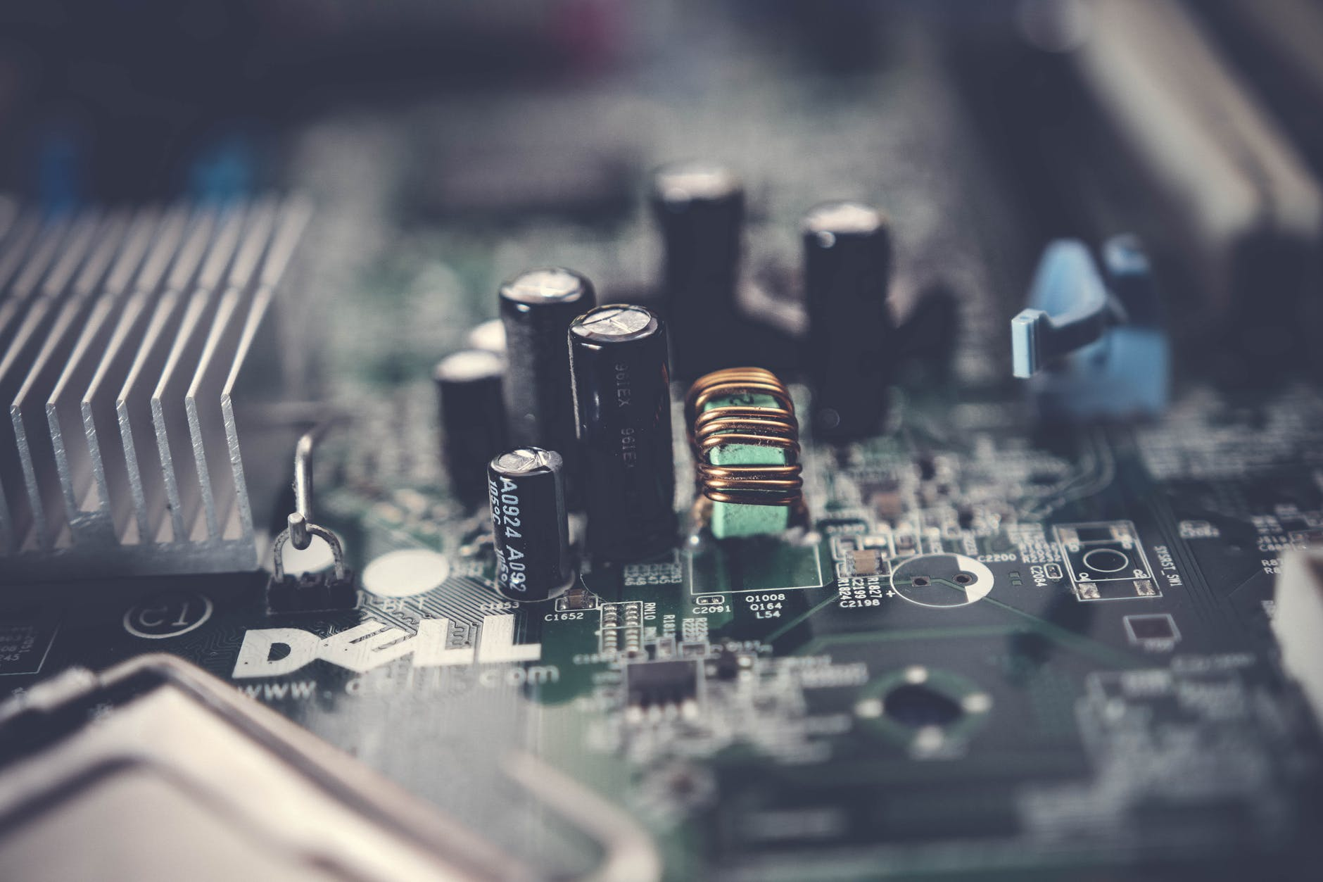 How to Find Electronic Components Suppliers from China. What Should You do and Not?