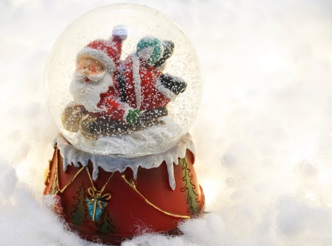 How to Get a Personalized Custom Snow Globe Gift